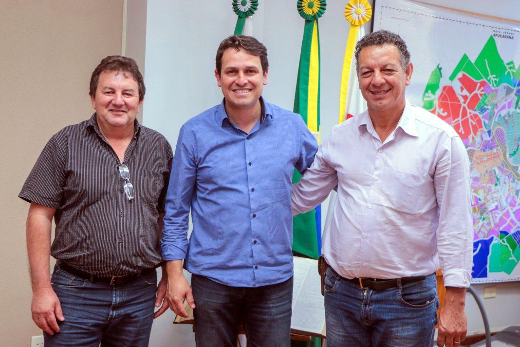 Encontro entre Júnior da Femac, de Apucarana, e Ene Gonçalves, de Rio Bom, abordou demandas no setor viário que são relevantes para ambos os municípios. Foto: Profeta