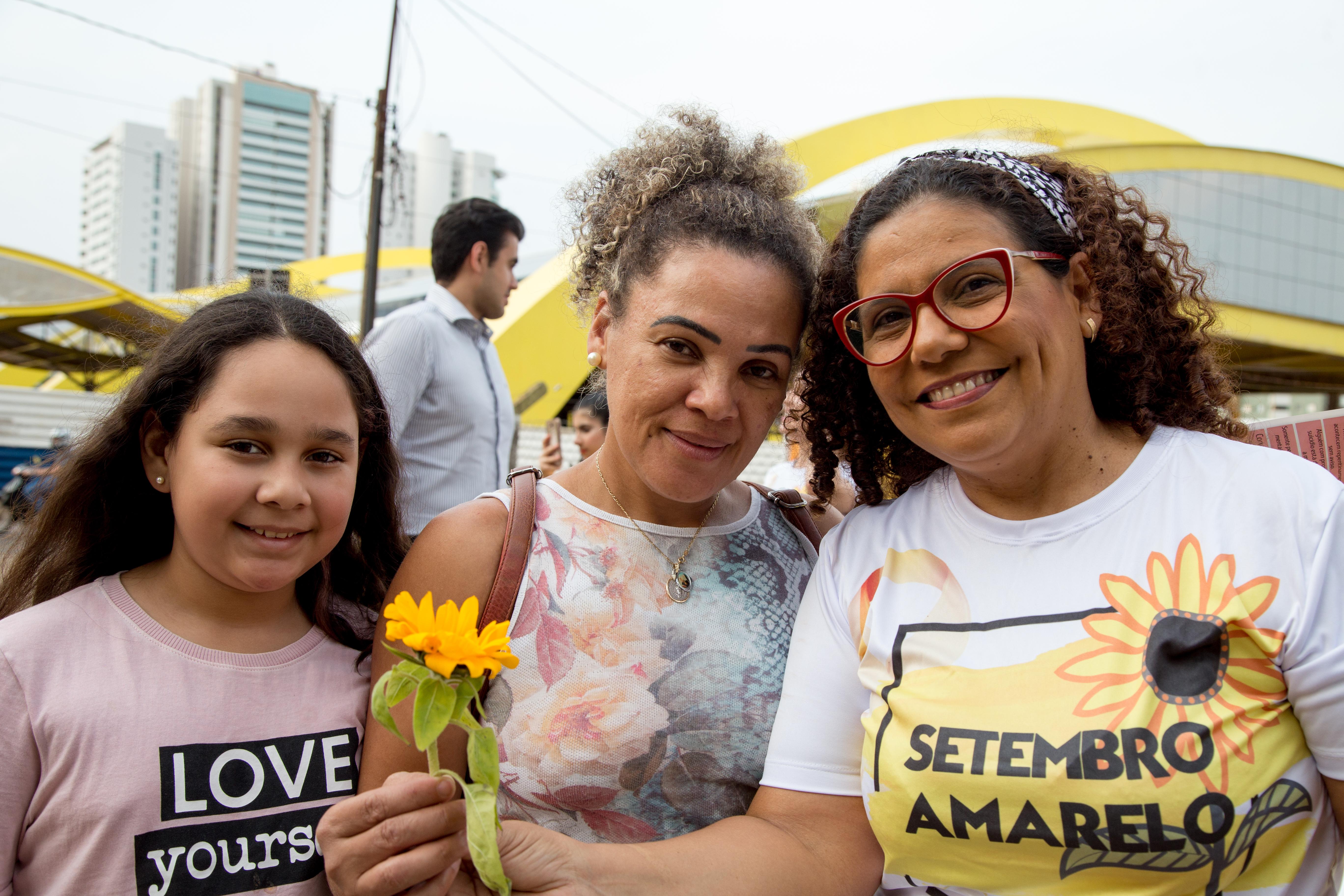 A ação, realizada nesta quinta, 5, fez parte da campanha 'Setembro Amarelo', com voluntários distribuindo abraços e conscientizando sobre o suicídio. Foto: Aldemir de Moraes/PMM