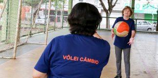 Uma das atividades proporcionadas no Mês do Idoso, foi o Campeonato de Vôlei Câmbio. Foto: Aldemir de Moraes/PMM