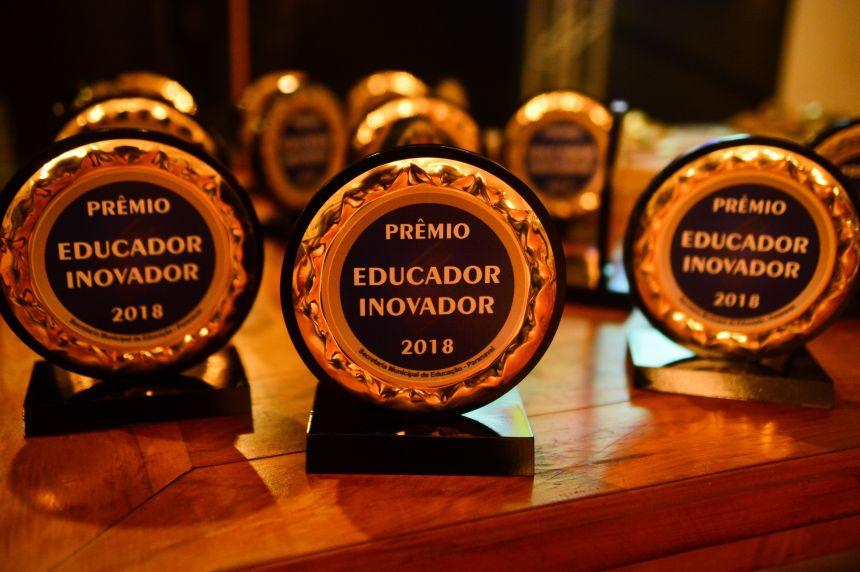 Os vencedores serão anunciadas durante um jantar especial em comemoração ao Dia do Professor.