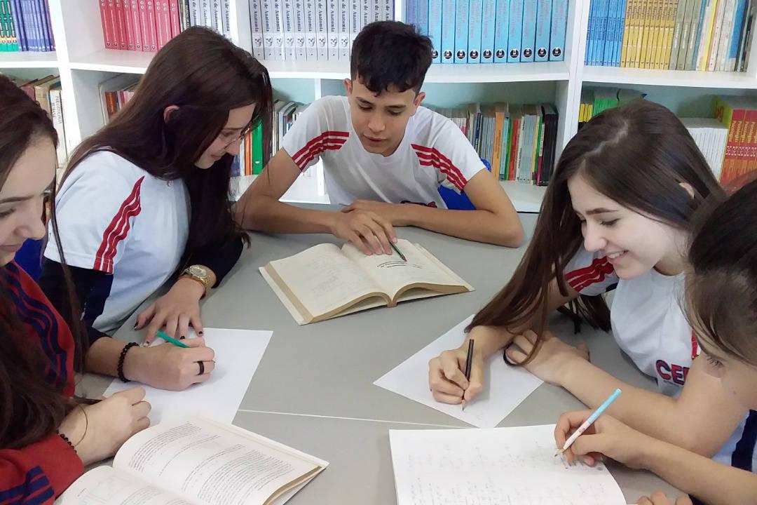 Enviado à Assembleia Legislativa, projeto de lei é o primeiro passo para a implementação do programa ofertará aos estudantes do Ensino Médio formação acadêmica em instituições de ensino estrangeiras e a experiência de morar em outro País