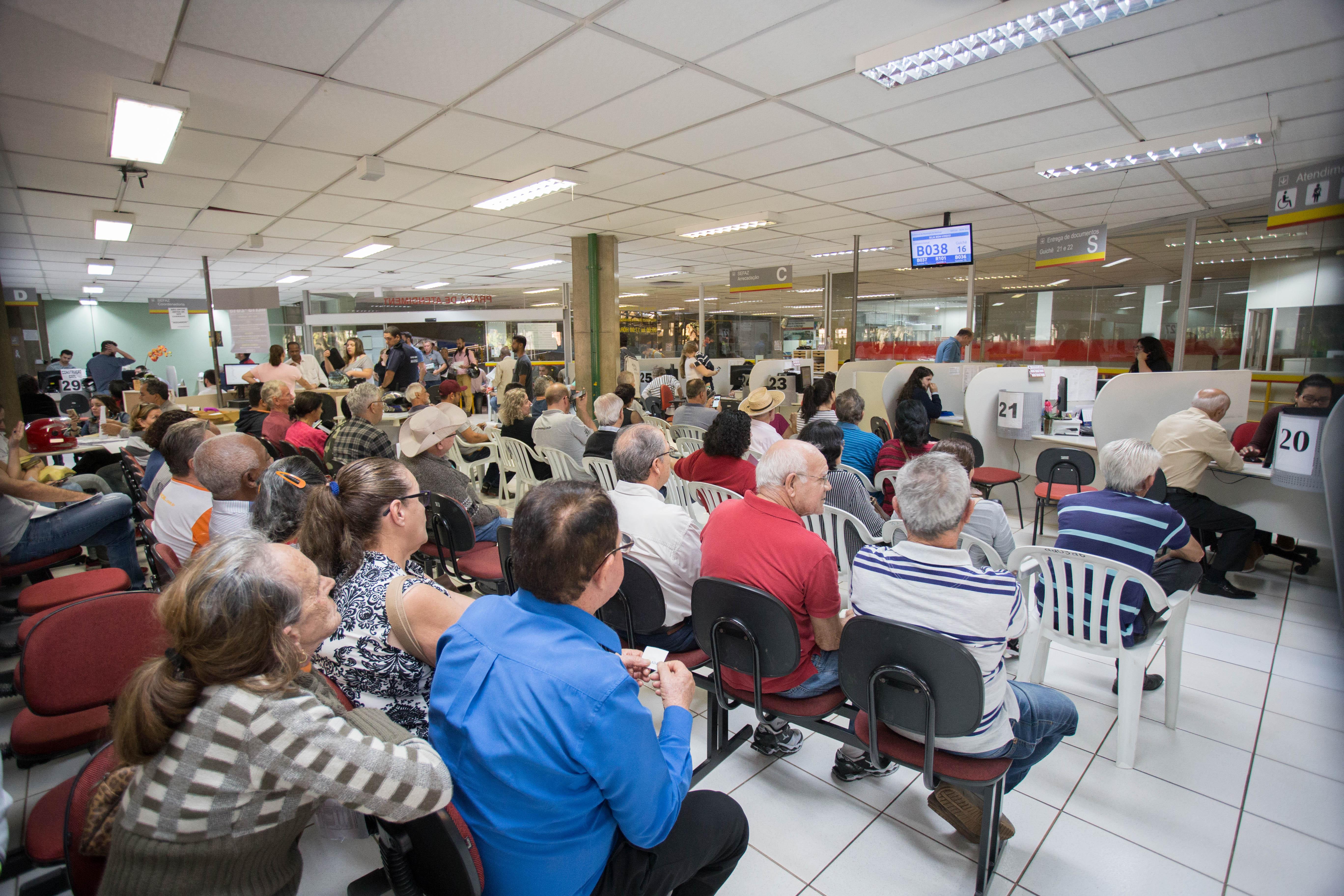 É preciso levar documentos pessoais na Praça de Atendimento no terreo do Paço. Foto: Vivian Silva/PMM