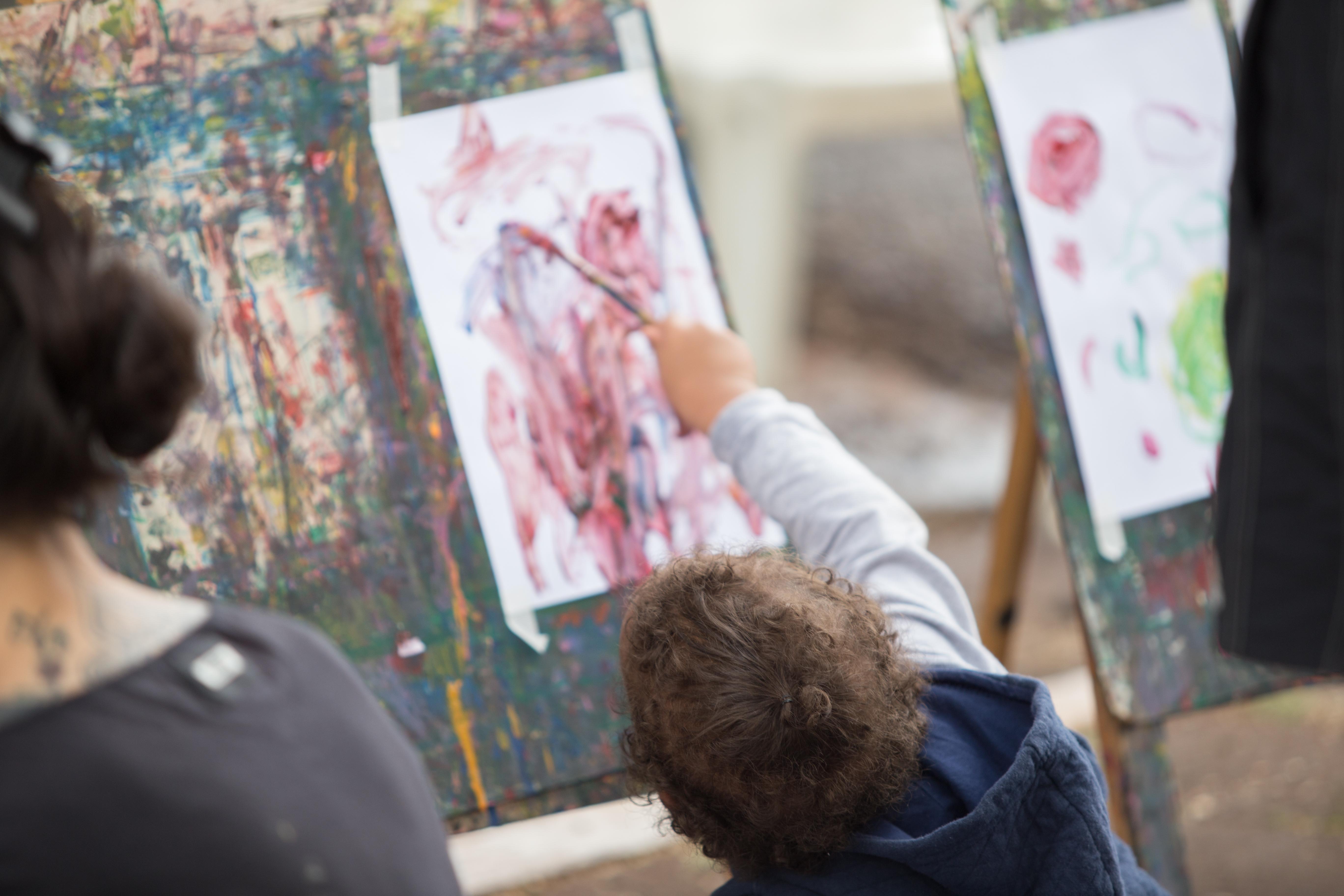 Uma das atrações do Mês da Criança é a pintura em guache. Foto: Vivian Silva/PMM