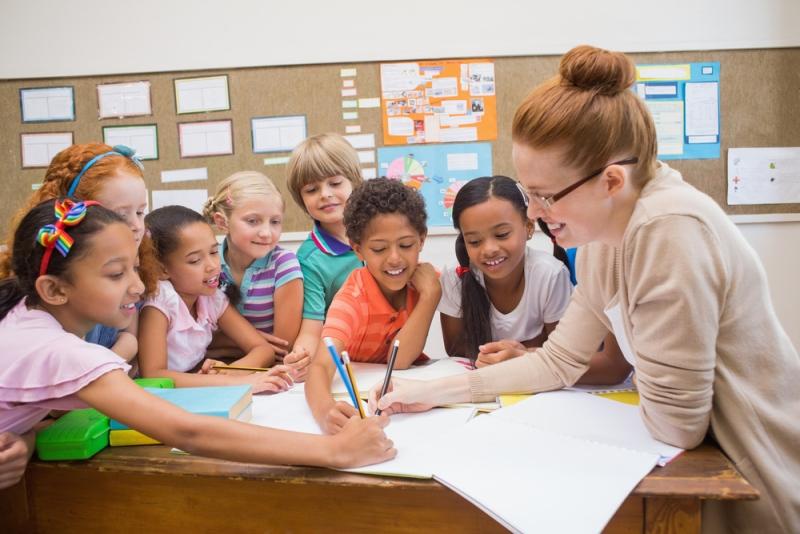 Para que a prática denominada 'observação de sala de aula' resulte em um intercâmbio positivo de experiências e conhecimentos, deve ser implementada de forma a fortalecer a relação de confiança entre os profissionais