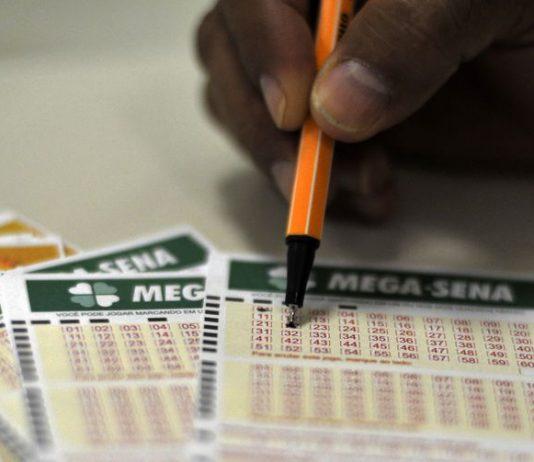 Mega-Sena: os bolões para a Mega-Sena tem preço mínimo de R$ 10, e cada cota deser de, pelo menos R$ 4. Foto: Marcelo Casal Jr./Agência Brasil