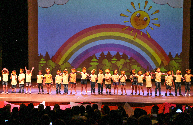 Cerca de 240 alunos de todos os Centros Municipais de Educação Infantil (CMEIs) apucaranenses participaram do espetáculo ontem (11) no Cine Teatro Fênix