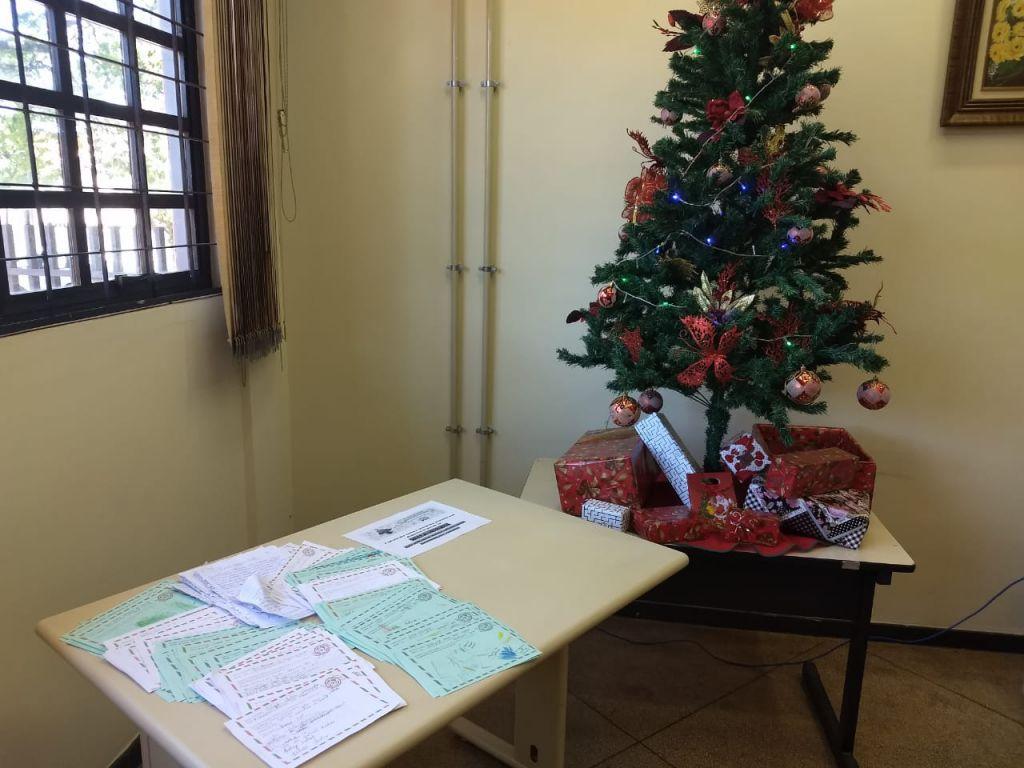 Qualquer pessoa pode adotar uma cartinha e fazer o Natal de uma Criança mais feliz. Presentes devem ser entregues até o dia 10 de dezembro