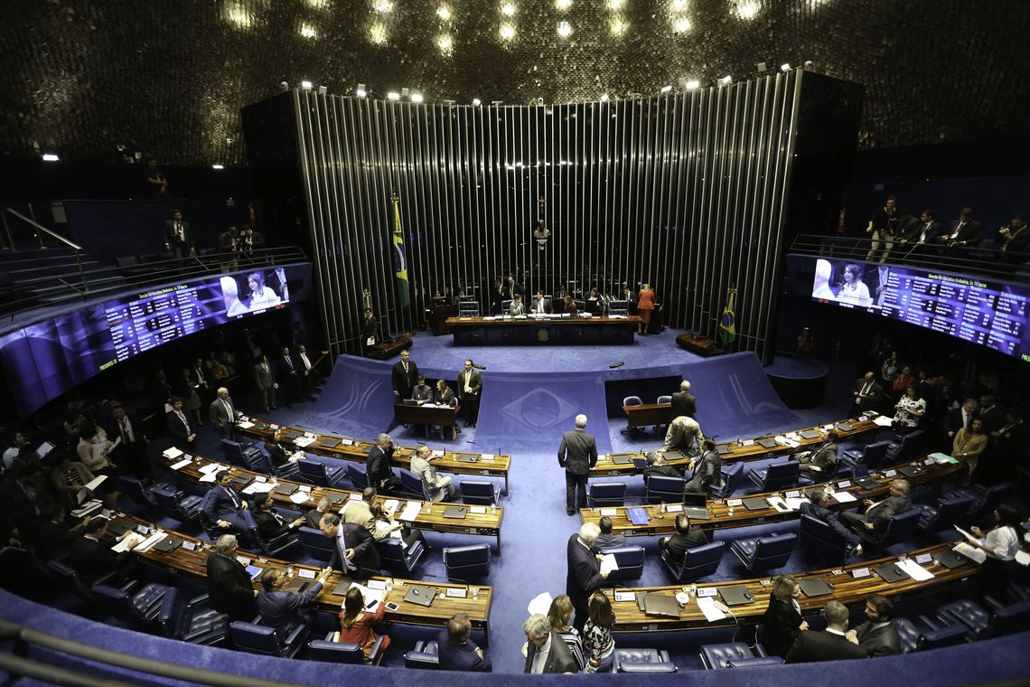 o governo espera fazer uma economia de cerca de R$ 800 bilhões nos próximos dez anos.