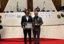 Os secretários Marco Antônio Azevedo e Gilberto Purpur, respectivamente, receberam Certificado de Reconhecimento pelos projetos.