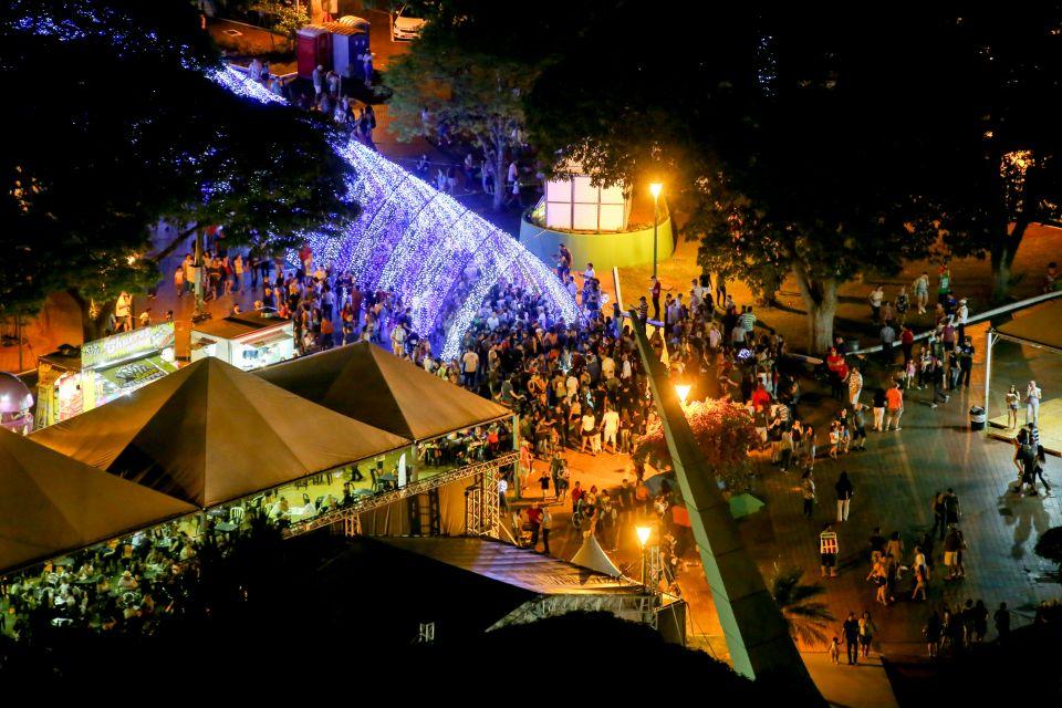 Estimativa da Associação Brasileira de Bares e Restaurantes (Abrasel) aponta que nesse período há um crescimento entre 15 e 20% no movimento de bares e restaurantes maringaenses.