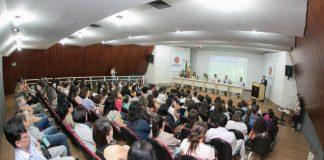 A Semana de Saúde Bucal, segue até domingo, 24. A abertura do evento, nesta quarta, 20, reuniu profissionais da rede municipal de odontologia, no Auditório Hélio Moreira.