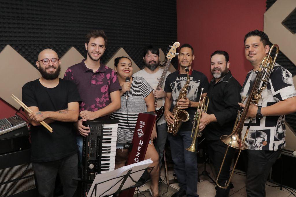 A apresentação faz parte do projeto Miscelânea Musical – Das Raízes ao Pop, financiando pelo edital de apoio à Cultura de Paranavaí.