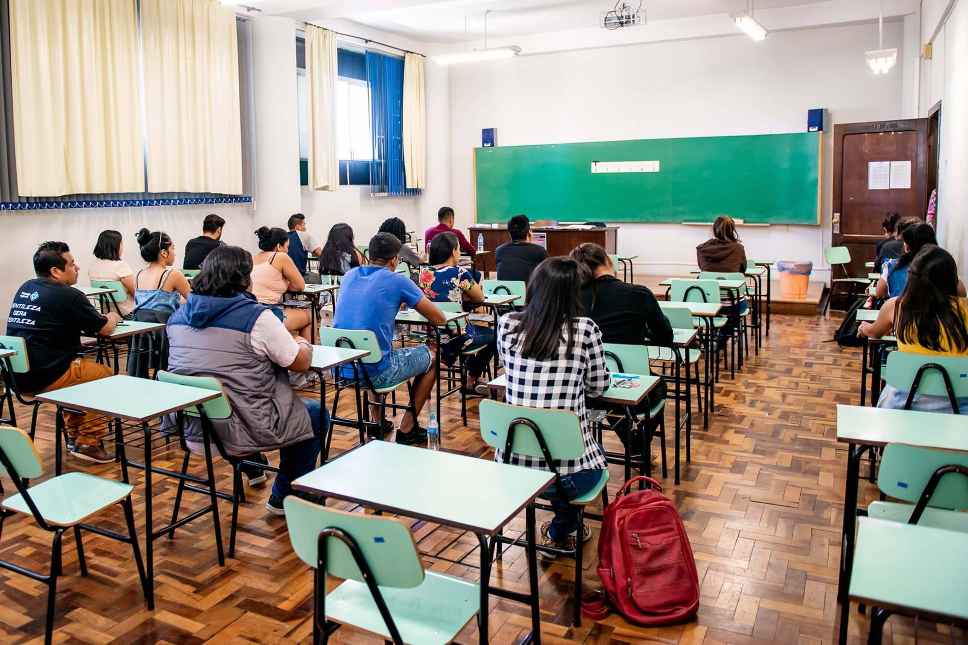 Eles concorrem a 52 vagas, sendo seis em cada uma das sete universidades estaduais (UEL, UEM, UEPG, Unicentro, Unioeste, UENP e Unespar) e dez na Universidade Federal do Paraná.