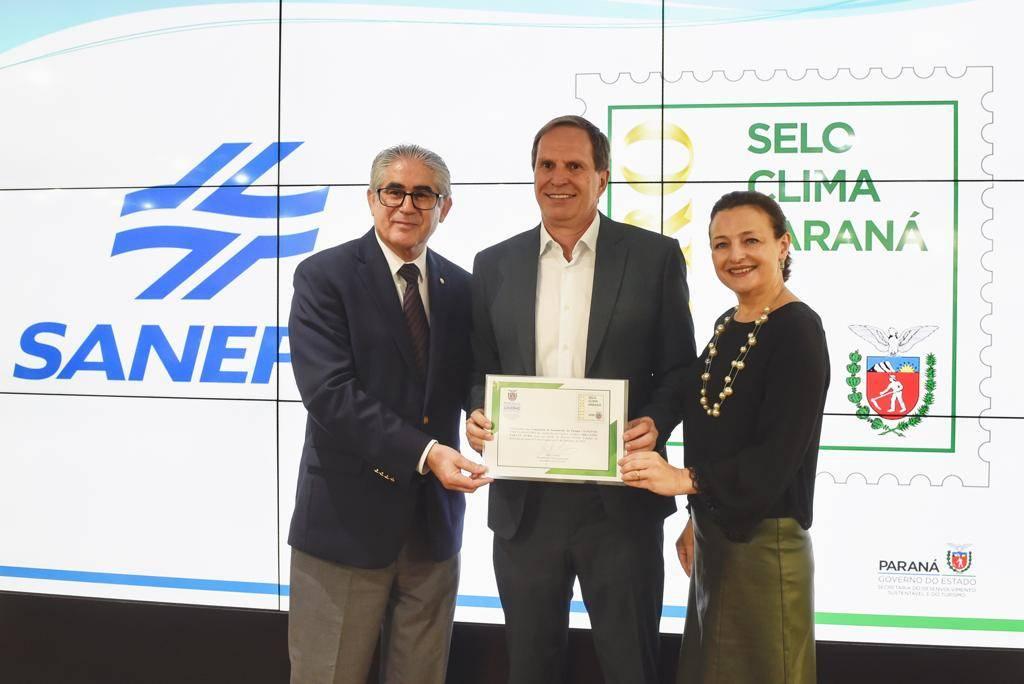 Iniciativa Estado, por meio da Secretaria do Desenvolvimento Sustentável e do Turismo, o Selo reconhece as empresas que, voluntariamente, passam a medir, divulgar e reduzir emissões de gases de efeito estufa.