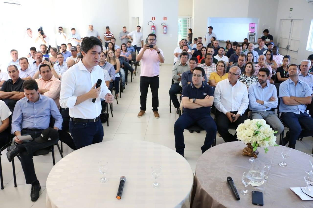 Documento elaborado pela Paraná Projetos foi entregue a lideranças de 28 municípios durante o Fórum Regional de Secretários Municipais do Planejamento, realizado em Faxinal.