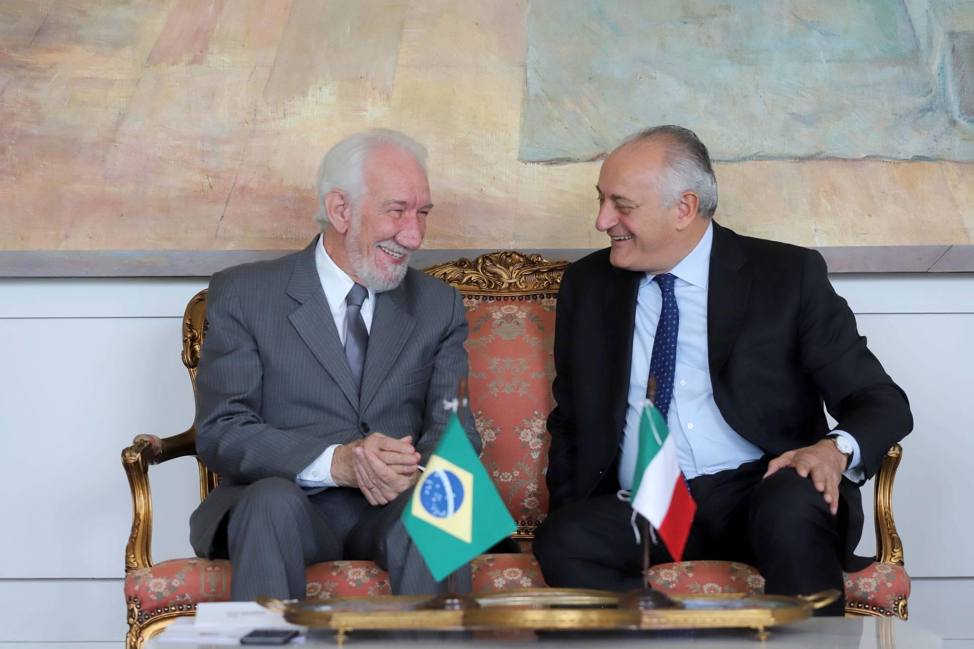 O vice-governador Darci Piana recebeu o embaixador da Itália no Brasil, Antonio Bernardini, para discutir a possibilidade de ampliação das parcerias.