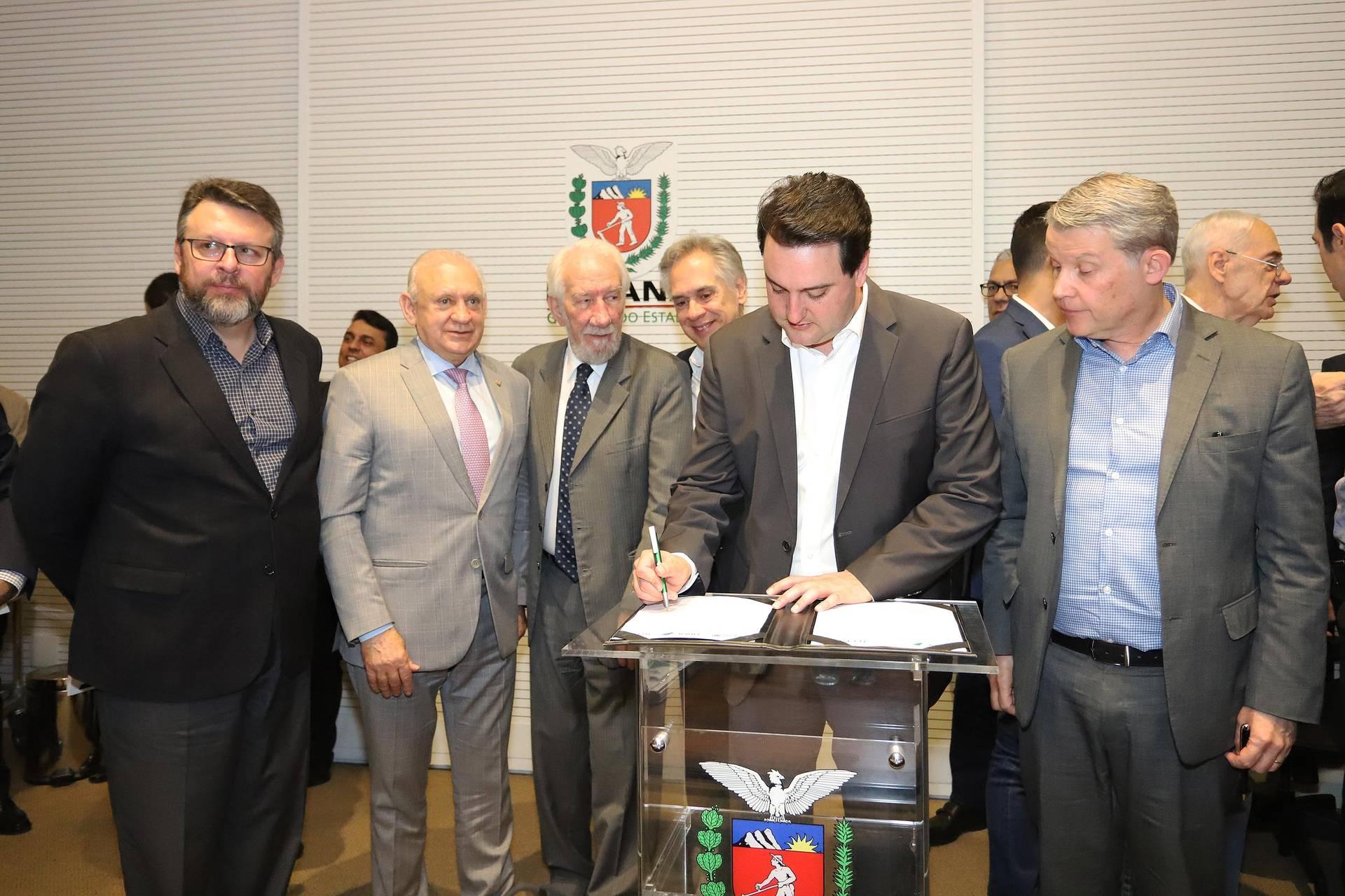 Instituto de Tecnologia do Paraná e o Banco Regional de Desenvolvimento do Extremo Sul (BRDE) firmaram um acordo de cooperação técnica que permite dar apoio a empreendimentos instalados dentro da Incubadora Tecnológica do Tecpar (Intec).