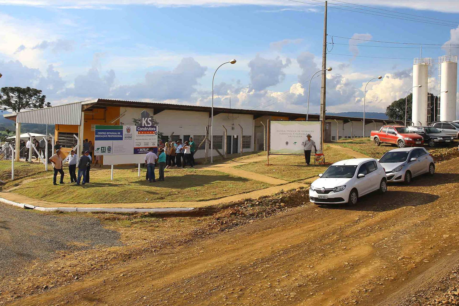 Unidade fica em Ortigueira e é resultado de parceria entre o Estado, Klabin e prefeitura local. São 800 vagas para cursos de técnico em Operações Florestais, técnico em Manutenção de Máquinas Pesadas e técnico em Agronegócio.