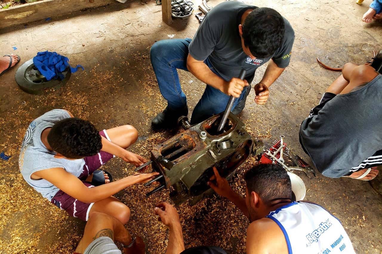 Objetivo é ensinar sobre manutenção de motores para que os pescadores fiquem menos dependentes de serviços de terceiros.