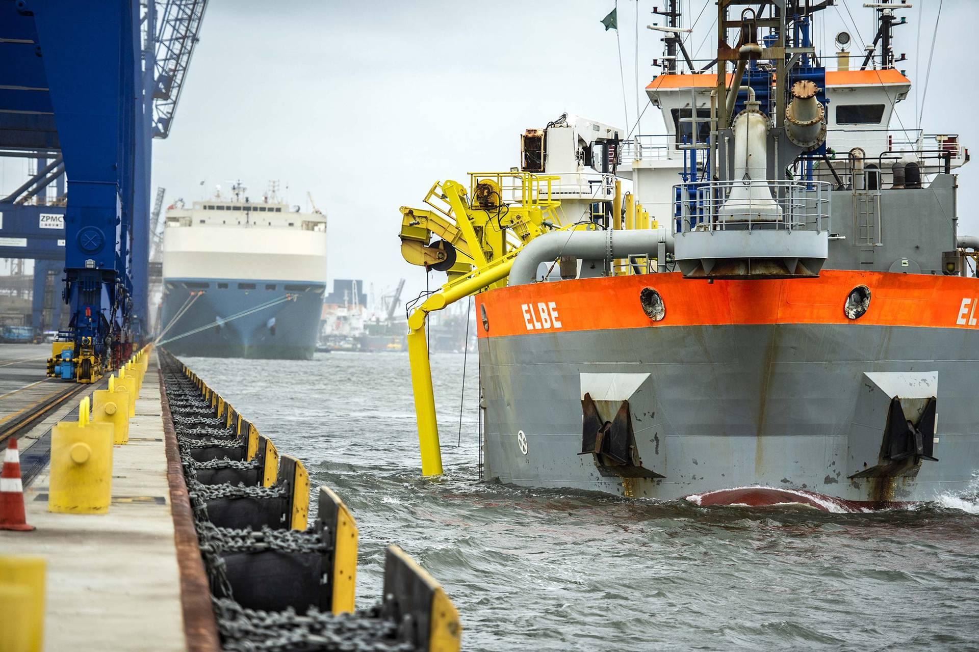 Obra de manutenção vai manter a profundidade mantida nos berços é de 13,5 metros e de 11 metros no píer.