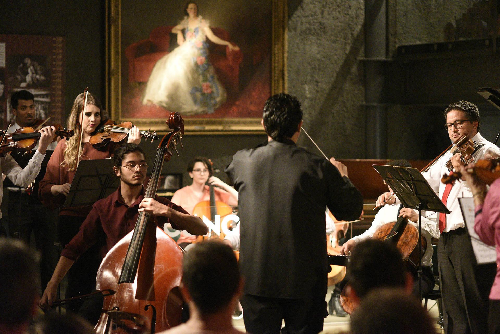 Apresentações são da Camerata da Universidade Tecnológica do Paraná, do Grupo PianoTec e da violinista Bettina Jucksch.