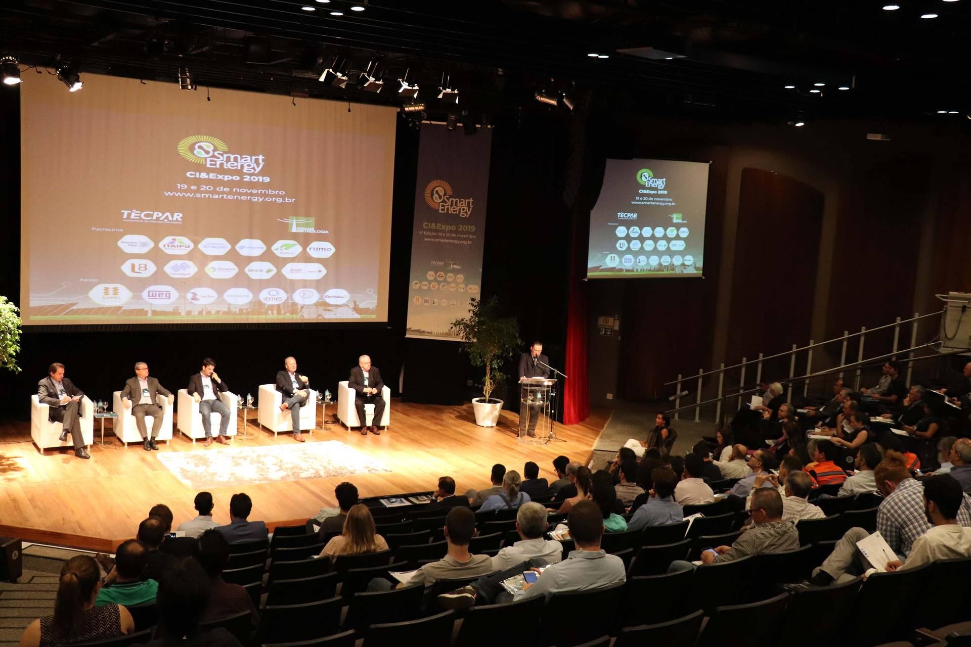 A Smart Energy CI&Expo 2019 segue até a quarta-feira (20), em Curitiba, e coloca em pauta os temas mais relevantes em inovação e soluções para a utilização de fontes alternativas de energia.