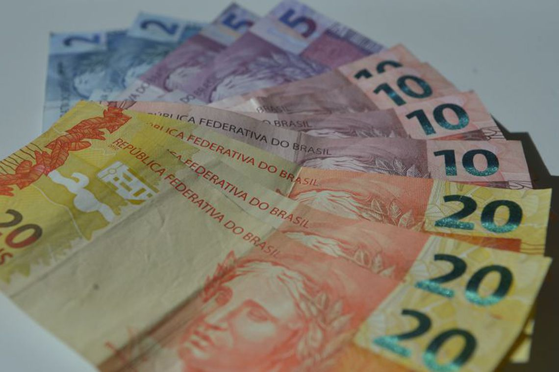 Com a taxa básica de juros, a Selic, em queda, os rendimentos da poupança devem perder para a inflação.