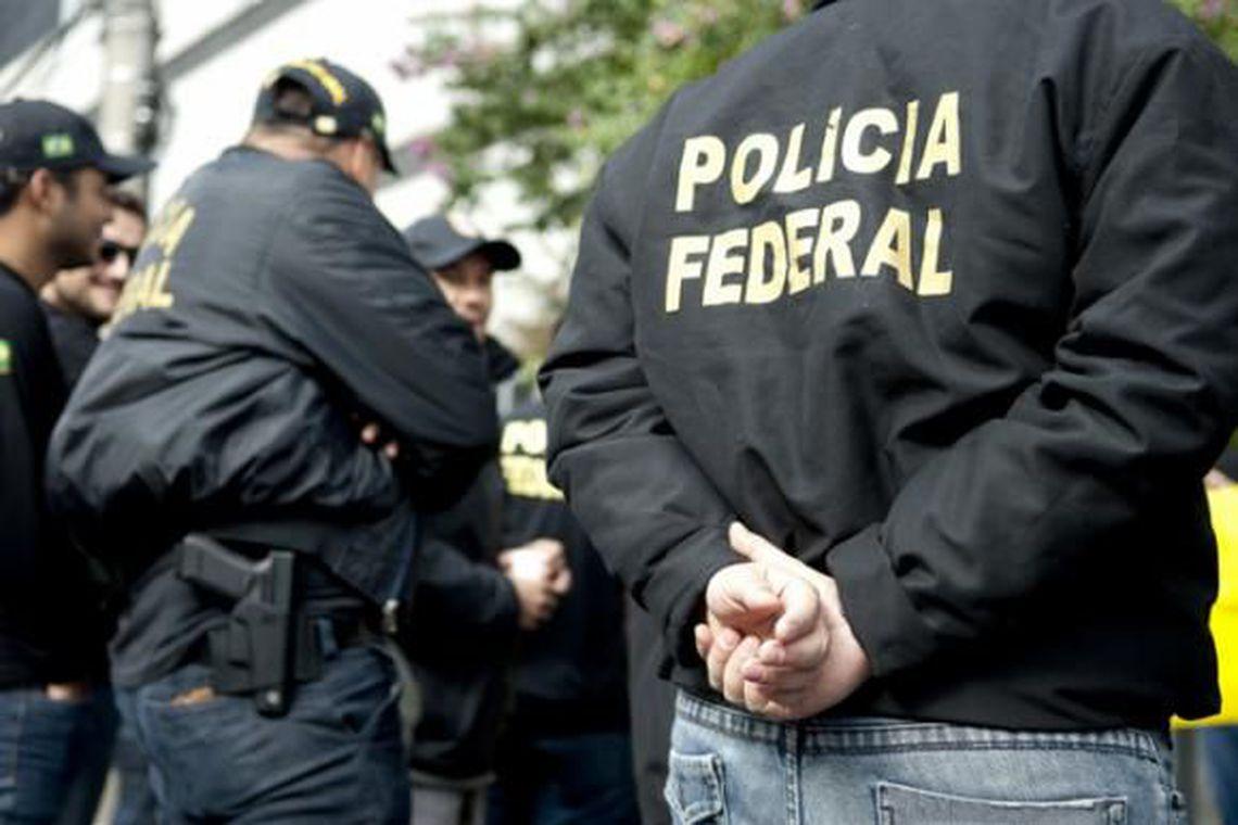 Policiais federais cumprem hoje (19) 19 mandados de prisão e 18 de busca e apreensão em três estados brasileiros, em uma nova fase da Operação Lava Jato.