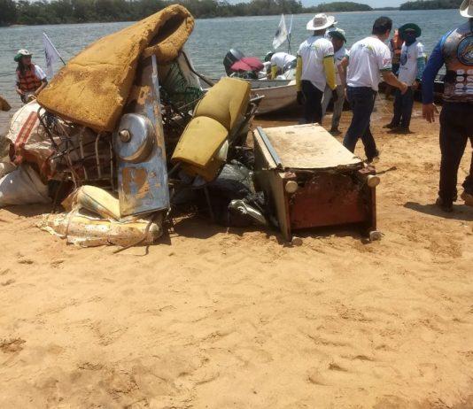 Cerca de 120 pessoas participaram da ação no último sábado entre os rios Paranapanema e Paraná e recolheram dezenas de objetos descartados irregularmente