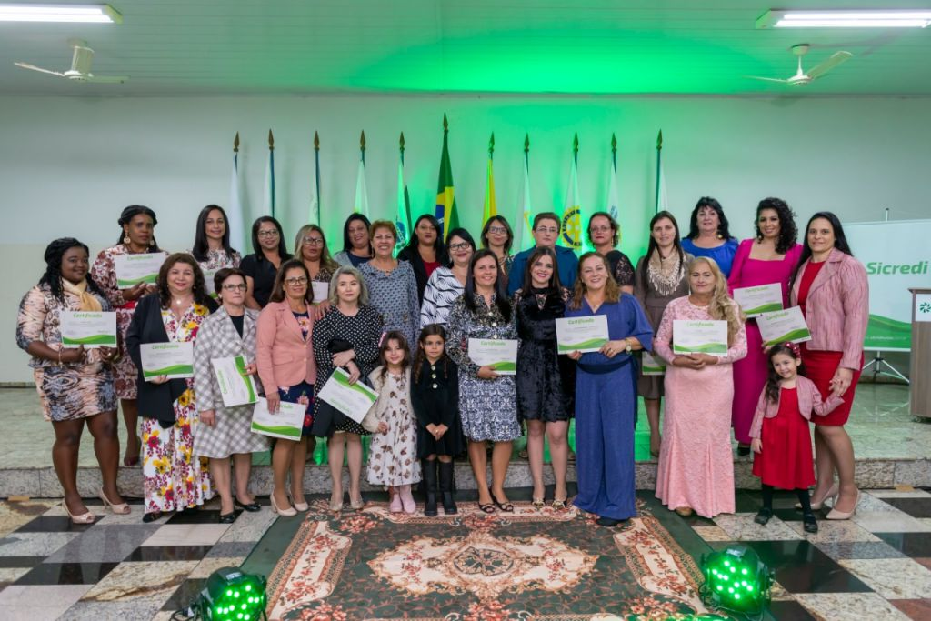 As alunas, de Paranavaí e Paraíso do Norte participaram do curso 'Vestindo minha família', por cinco meses, duas vezes por semana.