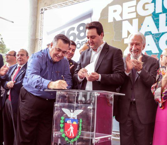 O ato foi comandado pelo Governador Ratinho Junior e o secretário de estado da saúde Beto Preto. O prefeito de Apucarana, Junior da Femac, e o presidente do Cisvir, Aquiles Takeda Filho (prefeito de Marilândia do Sul), além de outros prefeitos da região participaram do evento
