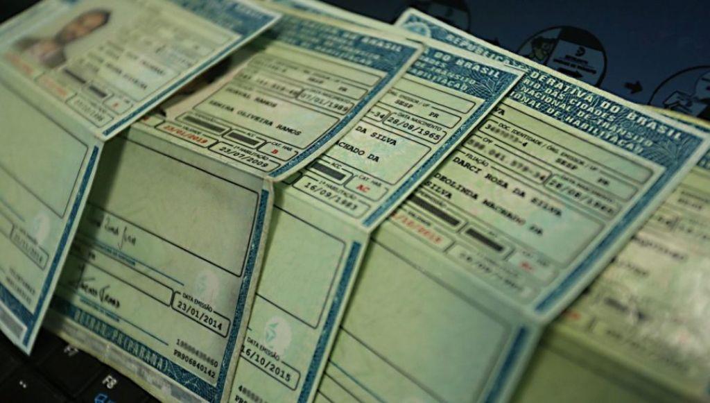 Desde que a empresa de logística assumiu a entrega da documentação, o Detran recebeu diversas reclamações de motoristas sobre demora no recebimento