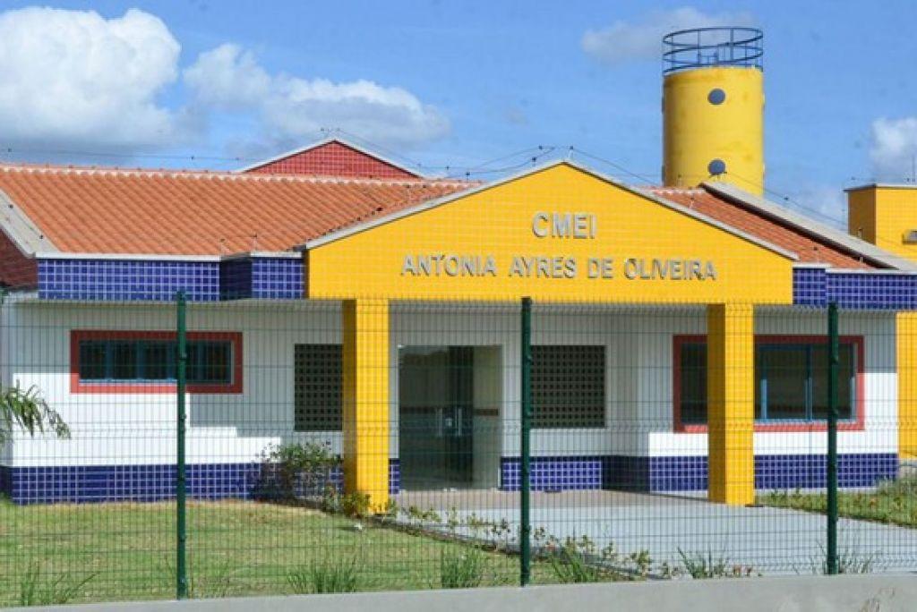 A secretaria de educação, Adélia Paixão, explica que o processo está sendo mais demorado pois foram abertas pretensões para período integral e parcial.