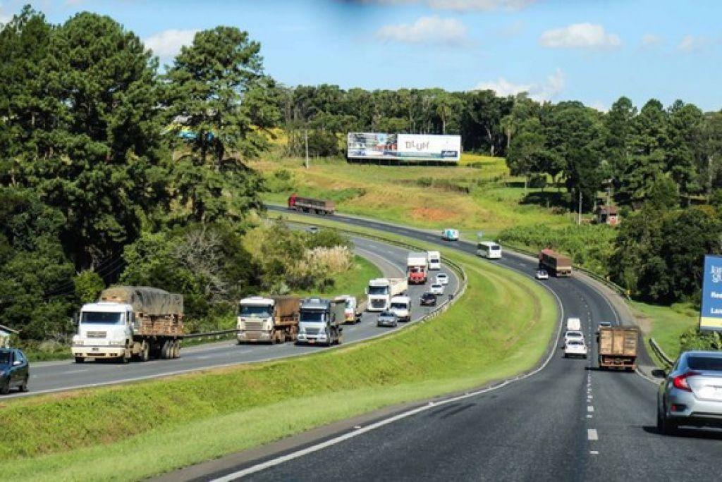O período de Natal e Ano Novo é o segundo maior em fluxo de veículos no ano, segundo a Viapar