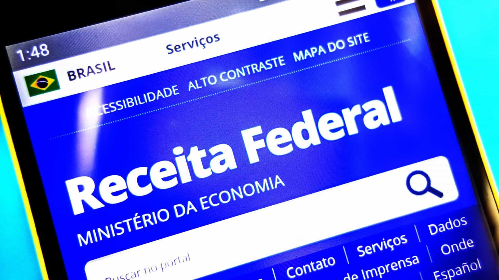 Bolsonaro disse que quem paga Imposto de Renda nesta faixa acaba recuperando depois na restituição com as deduções