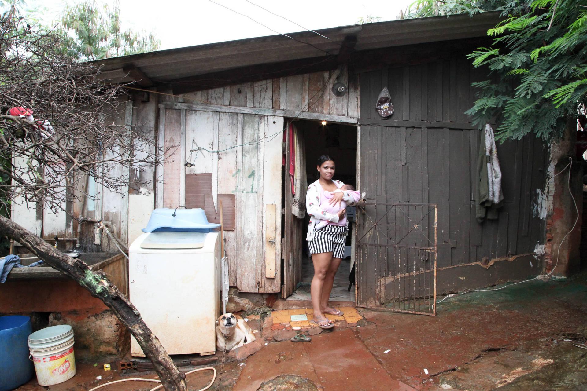 É o caso de Joice Valério Gomes, de Jandaia do Sul, que hoje vive em casa precária e insalubre. Ela faz parte das 75 famílias de Jandaia do Sul, que serão primeiras beneficiadas pelo programa do Governo do Estado que garantirá moradia digna e ações de inclusão social.