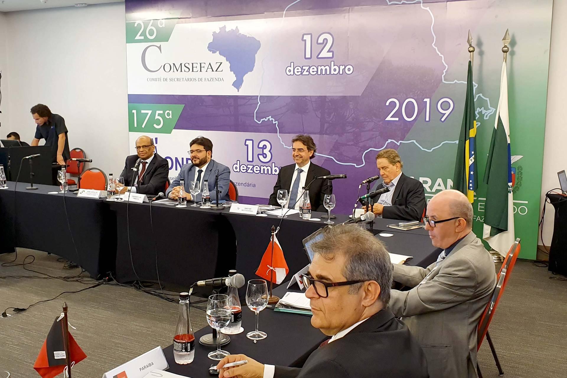 Essa foi a decisão tomada por secretários da Fazenda em reunião, em Curitiba. Perdas podem estar contidas em três Propostas de Emendas Constitucionais que estão em discussão naquela casa.