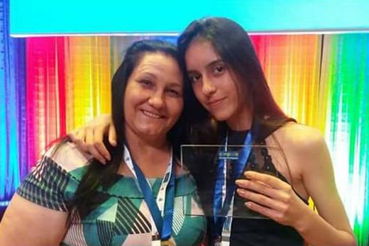"""Fernanda de Souza Fagundes, do Colégio Estadual do Campo de Faxinal dos Francos, em Rebouças, foi uma das quatro campeãs da categoria """"Artigo de Opinião"""" na 6ª edição da Olimpíada de Língua Portuguesa."""
