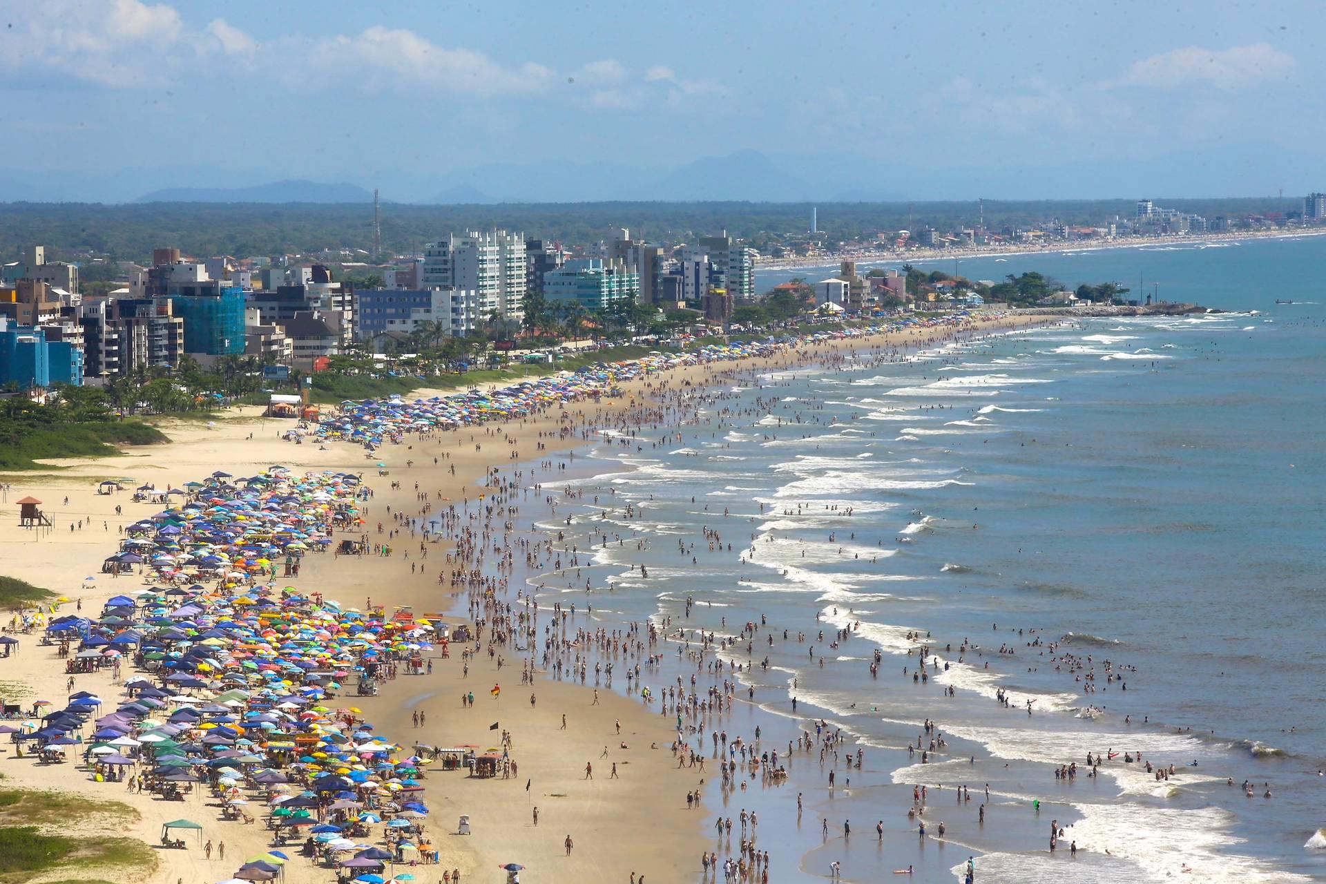 Até o dia 24 de janeiro, todas as sextas-feiras artistas renomados nacionalmente farão espetáculos em Matinhos e Guaratuba.