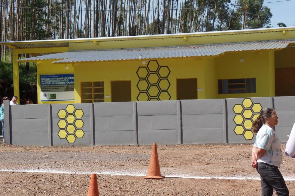 O empreendimento foi viabilizado por meio de parceria entre a Secretaria de Estado da Agricultura e do Abastecimento, Agência de Defesa Agropecuária (Adapar), prefeitura e a associação dos apicultores do município.