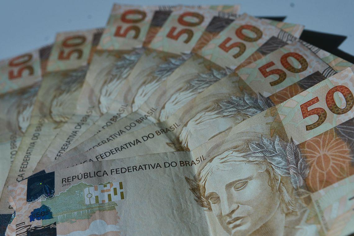 A inflação medida pelo Índice Geral de Preços – 10 (IGP-10) subiu para 1,69% em dezembro deste ano. No mês anterior, a taxa havia sido de 0,19%, segundo dados divulgados pela Fundação Getúlio Vargas (FGV).