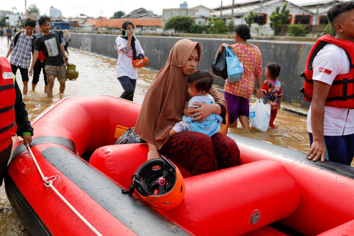Quatrocentas mil pessoas foram deslocadas para abrigos