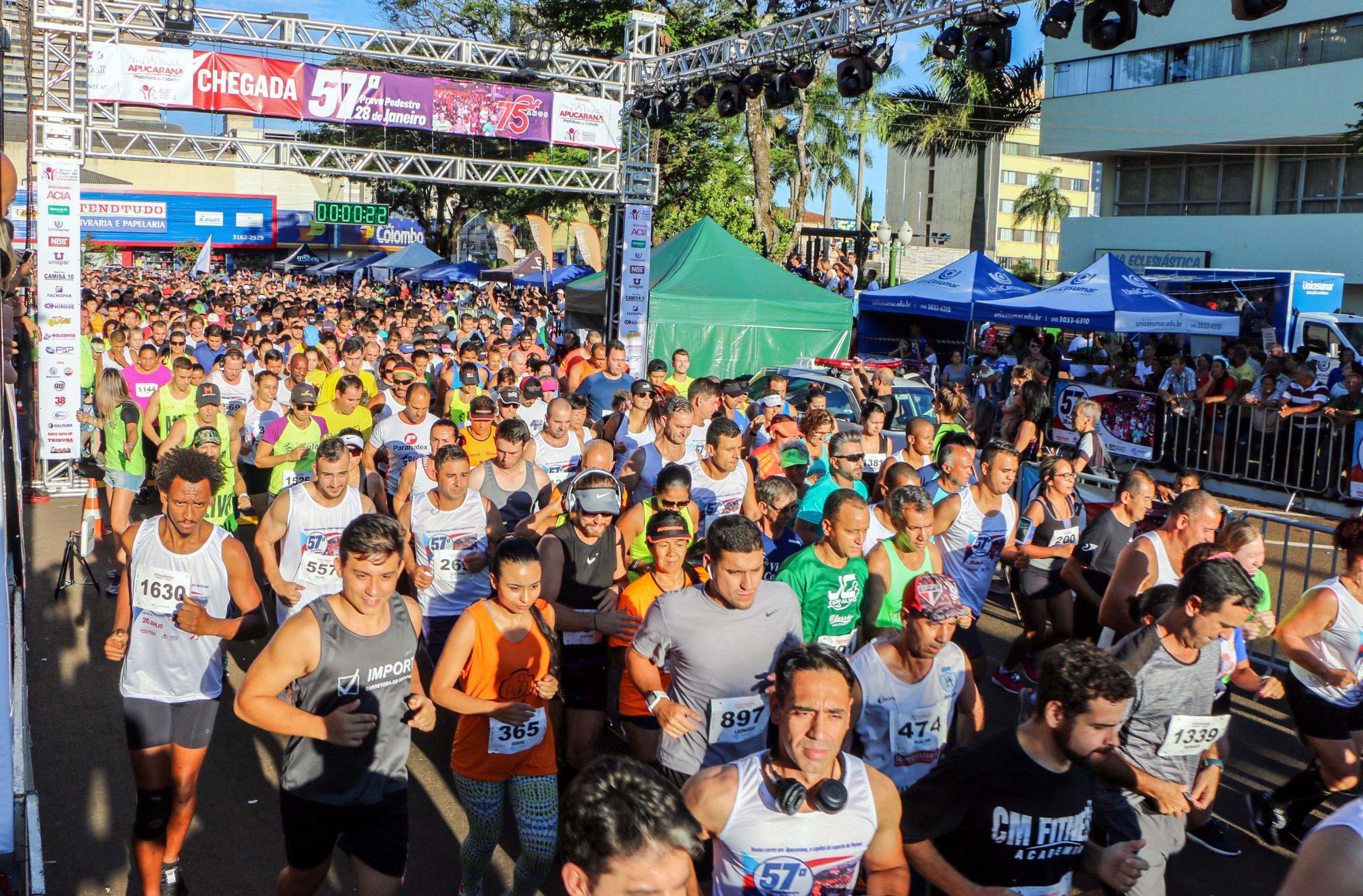 """Com o mote """"Corra em Apucarana, a Capital do Esporte no Paraná"""", a tradicional prova pedestre acontece neste sábado, com largadas da Praça Rui Barbosa, a partir das 16 horas com as categorias menores"""