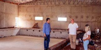 O projeto em execução pela Prefeitura de Apucarana transforma a piscina, antes descoberta e sem aquecimento, em um novo centro de treinamento aquático