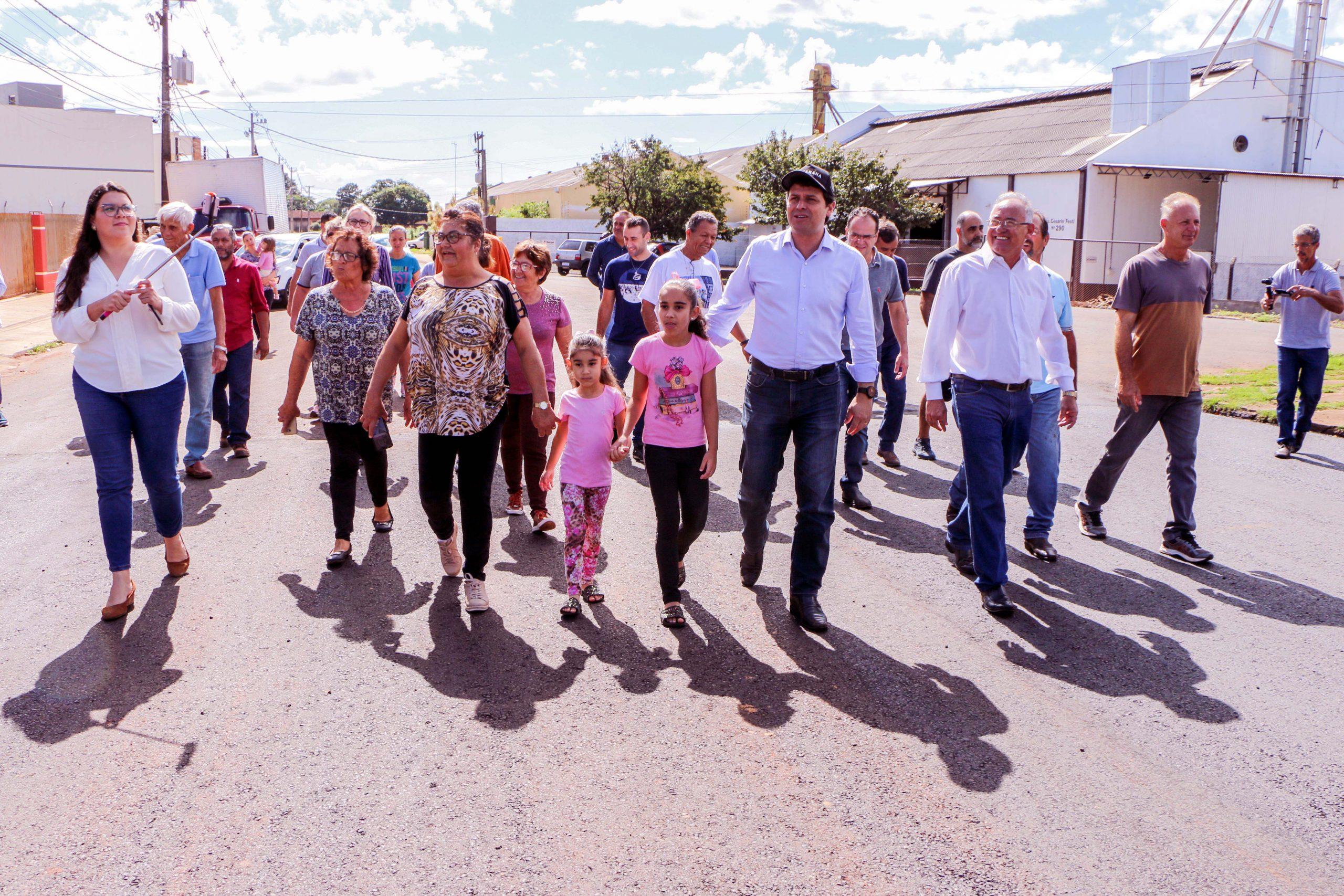 Junior da Femac fez uma caminhada por ruas onde o serviço foi executado recentemente. junto com o vereador Poim, moradores e secretários municipais