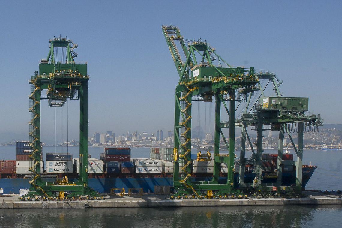 Entre janeiro e novembro de 2019, as exportações somaram US$ 239,26 bilhões, uma queda de 7,5%, pela média diária, em relação ao ano anterior (2018).