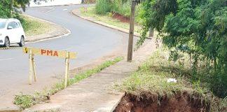 Uma grande cratera aberta recentemente devido ao transbordamento do Córrego Biguaçu na Rua Rosa Stábile, entre os jardins das Flores e Morada do Sol, começa a ser recuperada na semana que vem