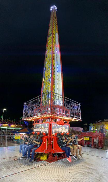 Último fim de semana para curtir a big tower e outros brinquedos na praça Napoleão Moreira.