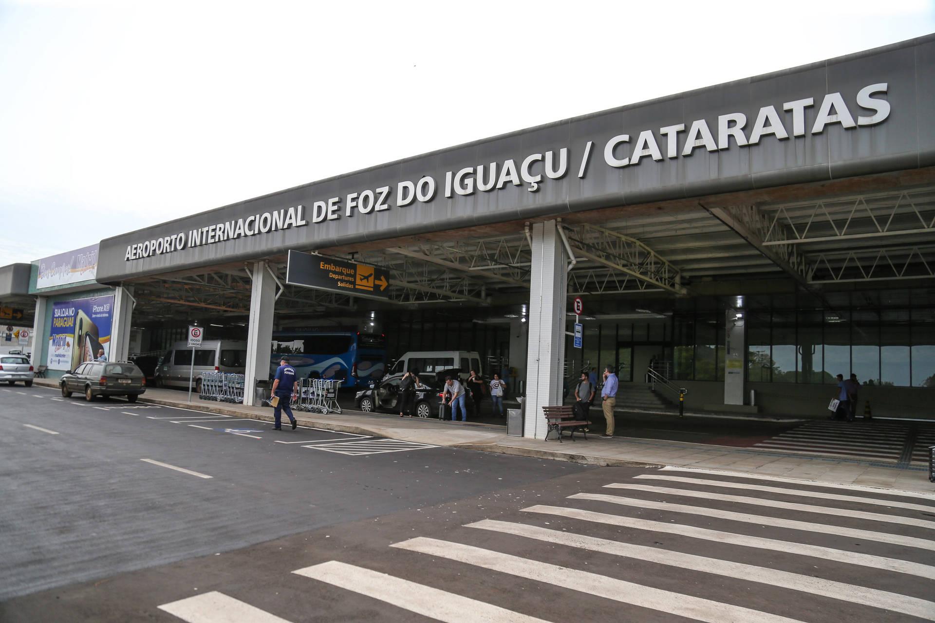 São dois voos semanais, às quintas-feiras e aos domingos. A nova rota deve representar um bom incremento para o turismo da cidade.