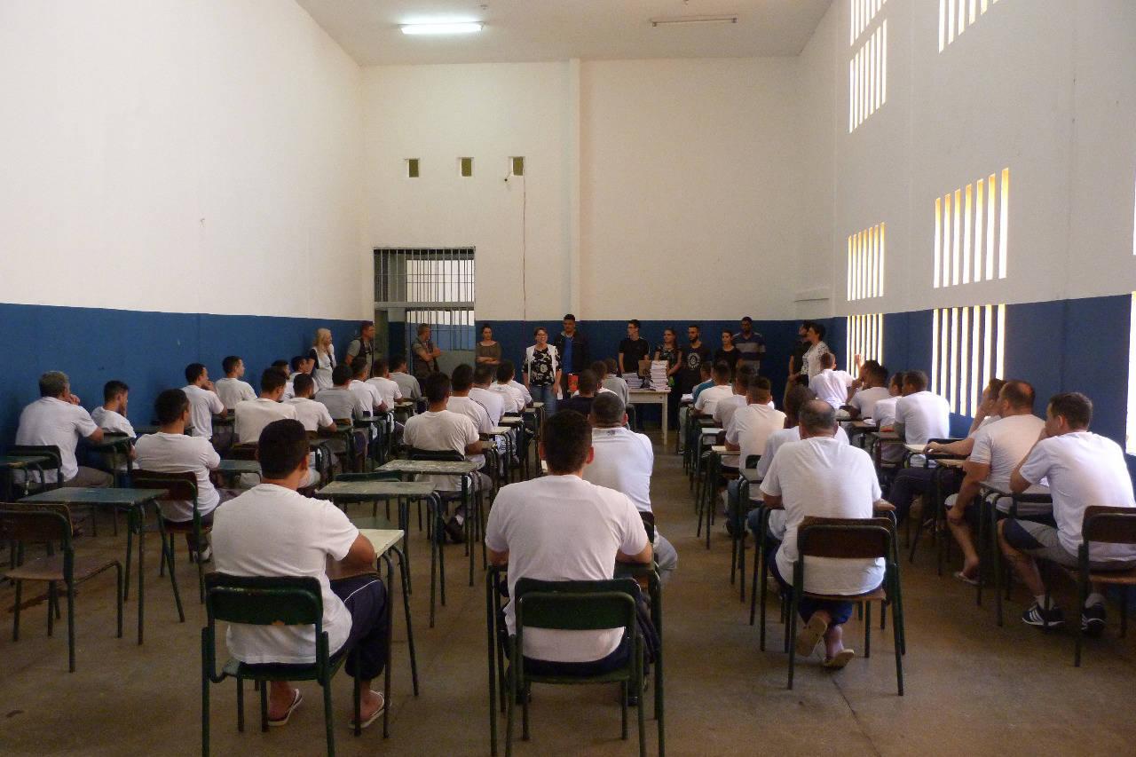 São 13 estudantes da Educação de Jovens e Adultos (EJA) em penitenciárias do Estado.